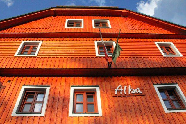 Karbolineum Hotel Alba